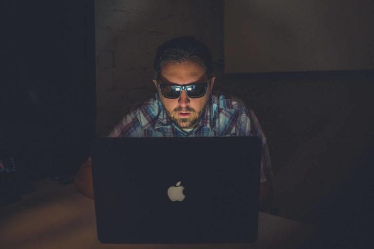 情報商材とは?YouTubeやインスタ「簡単に稼げる」に用心する3ステップ
